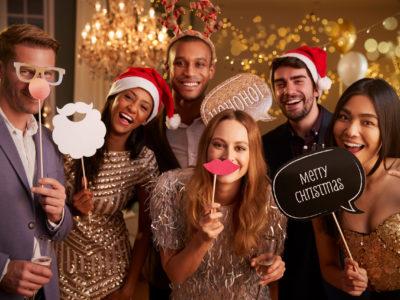 Witzige Gruppenbilder auf der Weihnachtsparty