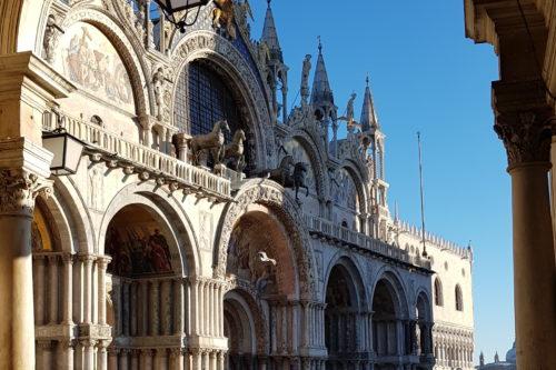 Markuskirche Uhrenturm in Venedig
