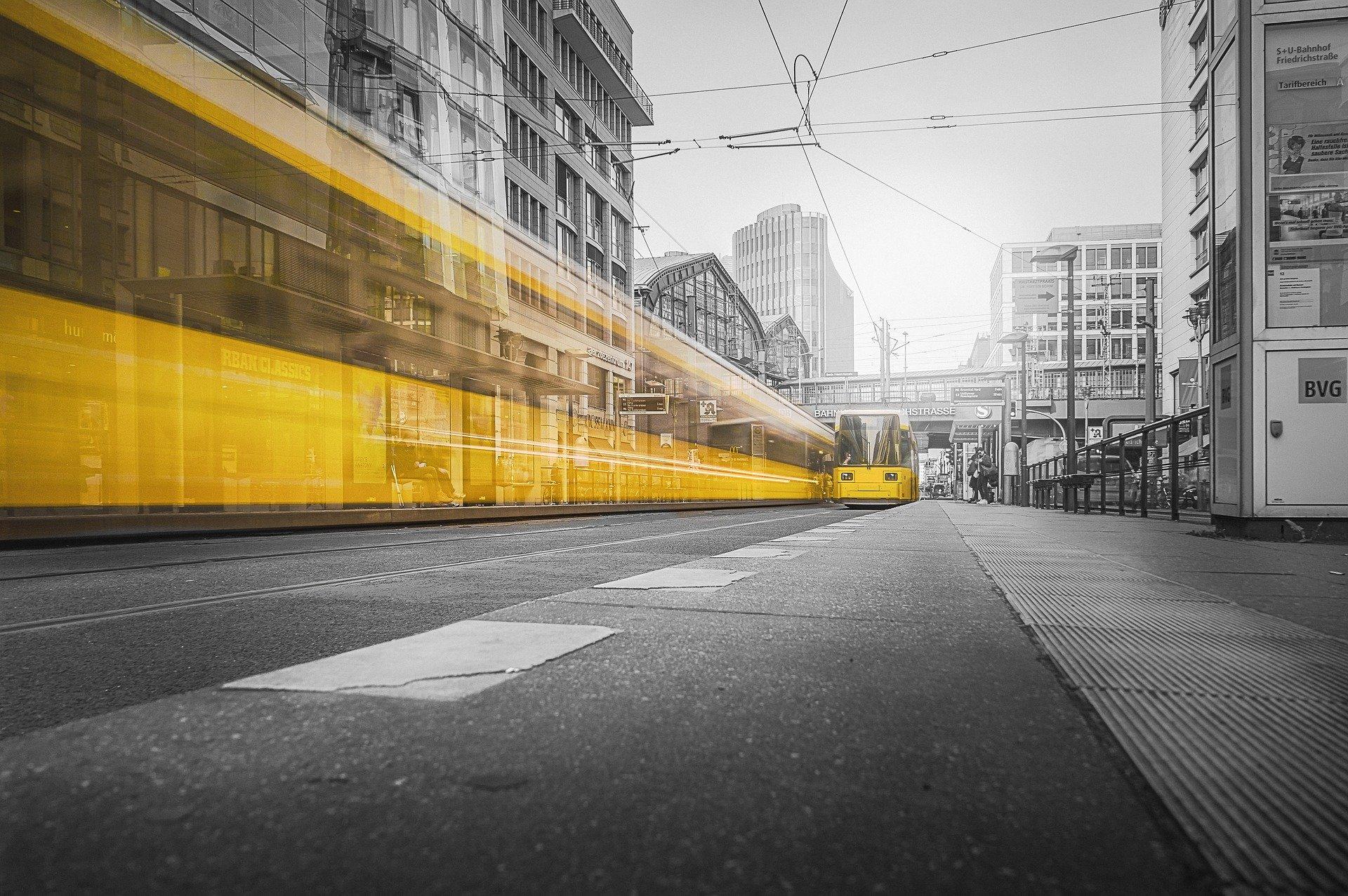 Tram an der Friedrichstraße